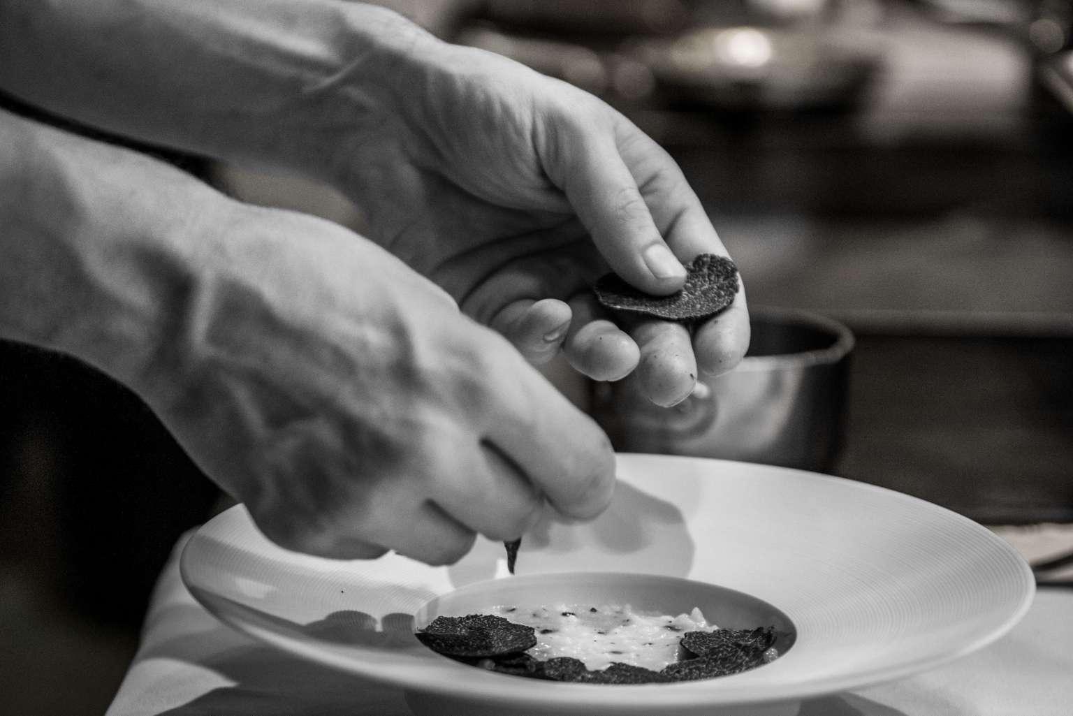 Préparation d'un plat - Restaurant Gill